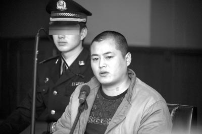付丽_29岁的速递员张昆鹏谎称送快递,骗开29岁女歌手付丽的家门,在抢劫中