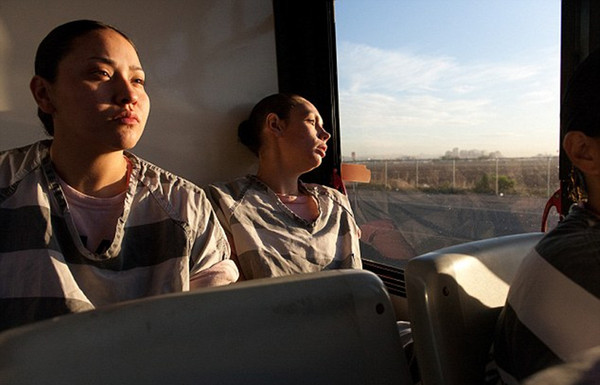 美国入狱-揭秘美国女子重囚监狱 手铐脚镣加身 高清组图图片
