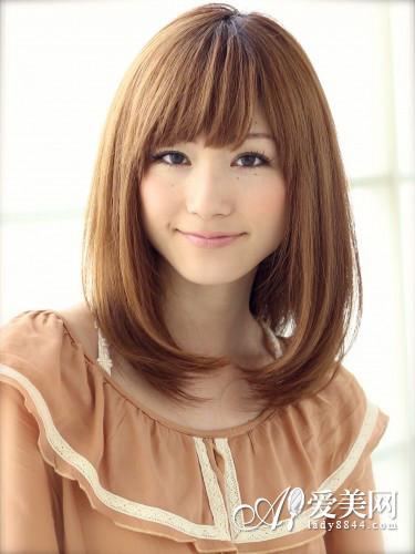 中长发直发发型 简单更显迷人气质图片