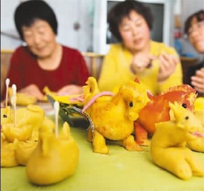属相面灯是用豆面依照十二生肖动物造型捏制蒸制而成,元宵节将其点亮