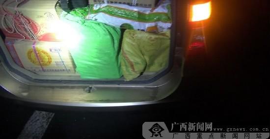 面包车 内置行李箱_面包车行李架