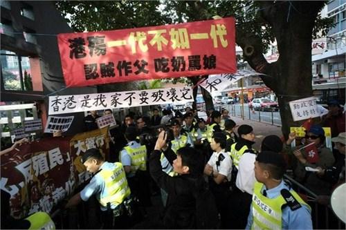 香港爱港团体与反内地组织冲突。