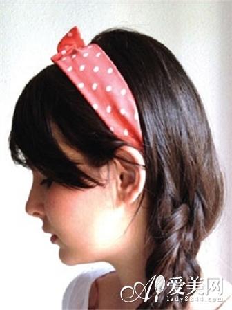 如何编麻花辫 7步打造可爱发箍发型图片