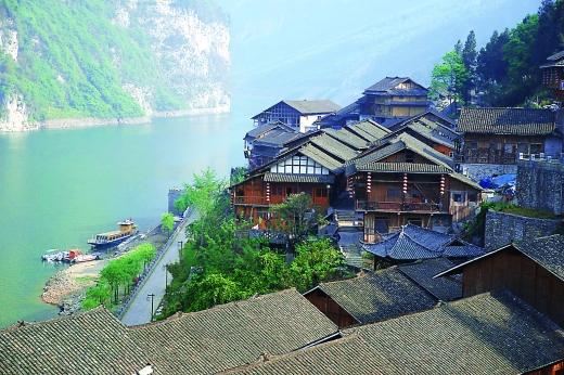 """酉阳桃花源风景区是全国唯一一个""""城在景中,景在城中""""的国家5a级旅游"""