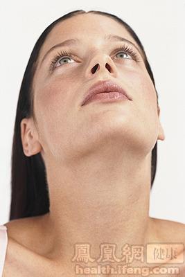 特点是常位于脖子的一侧,质地坚硬.喉结附近的肿块如果持续增