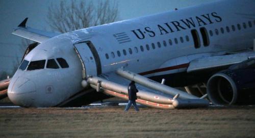 全美航空一架载有149人的飞机准备起飞时发生故障