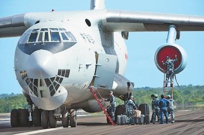 中国空军增援飞机伊尔-76军用运输机抵达