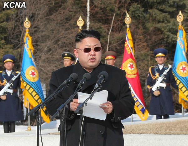 金正恩乘飞机赴白头山参加誓师大会并发表重要讲话,崔龙海等陪同前往。(朝中社图片)