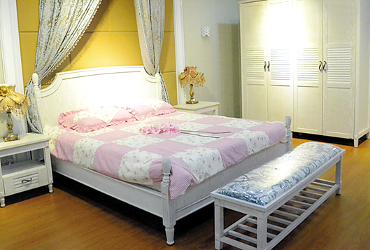 5米,榉木制成,表层为环保清漆,床头为拼板设计,线条柔和,简约风格.