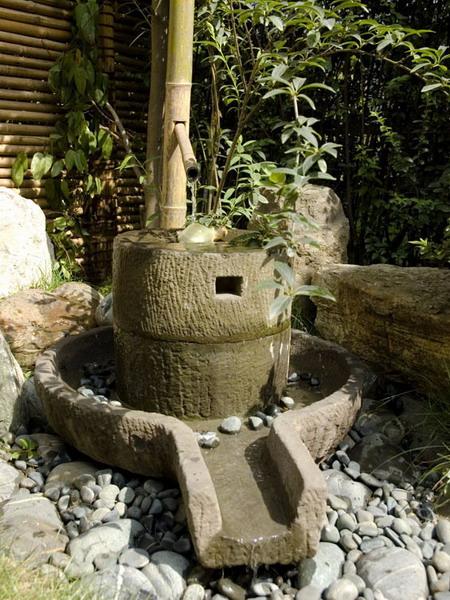 个性:传统花卉,旋转木马、球形器皿、规则的意大利式建筑,古代建筑小品或令人心旷神怡的花园雕塑。哪一个对你更有意义?让人们一看就知道这是你的花园。