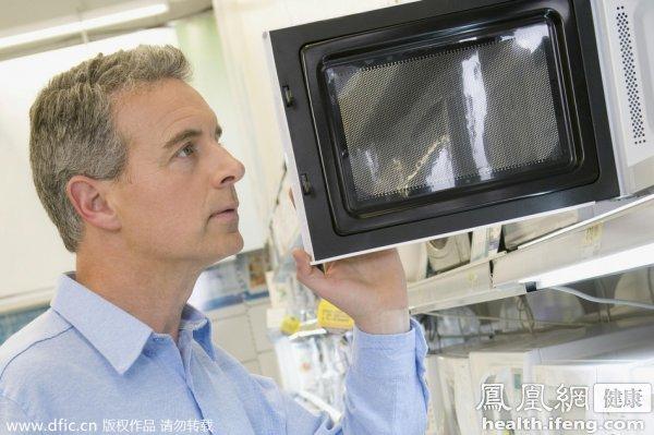 揭秘:微波炉使用的5大误区易致癌 - 雷石梦 - 雷石梦(观新闻)