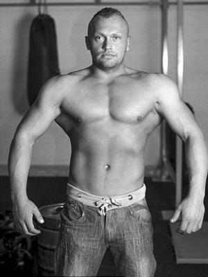 鹿晗健身罕见露肌肉 健身后肌肉酸痛怎么办 - 点击图片进入下一页