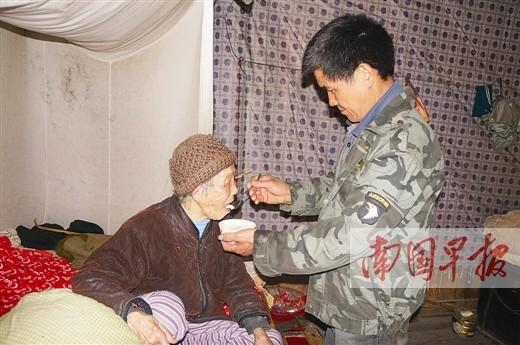 资源一上门女婿连遭变故一人扛 照顾瘫痪岳母8年图片