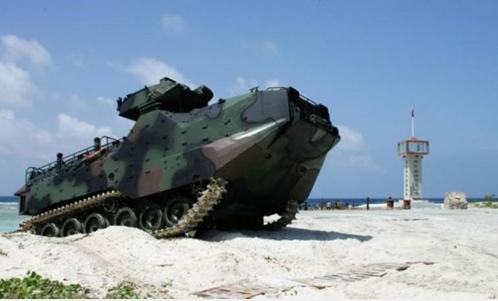 """图为AAV7在太平岛抢滩。来源:台湾""""中广新闻网"""""""