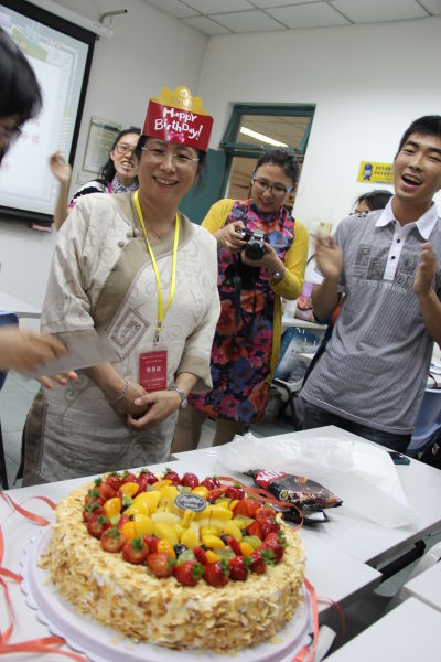 亚洲华文教师北京培训班为印尼学员庆生(图)|学