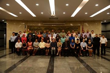 驻苏里南使馆举办赴华留学培训人员重聚招待会
