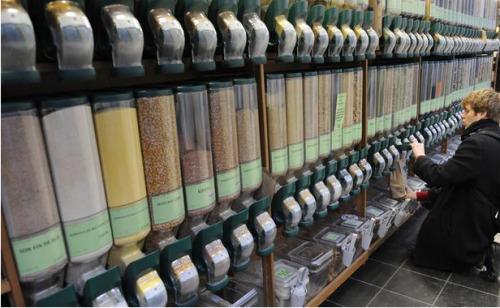 图为巴黎一家销售有机食品的超市