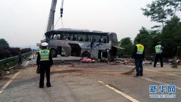 速湖南境内发生车祸 已致4死20余伤