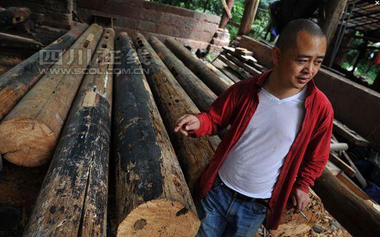 李晓春介绍每根木头的来历