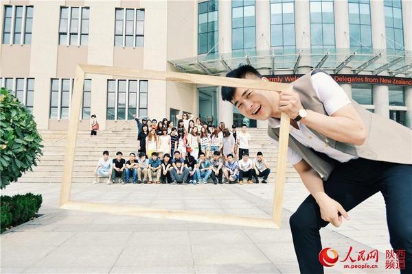 西安:大学生晒婚纱毕业照(高清大图)