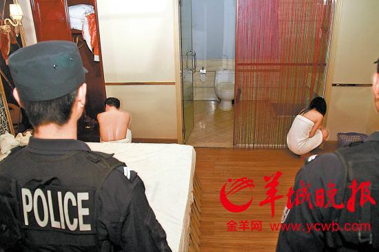 """""""扫黄""""行动中,东莞警方在东莞国安酒店桑拿客房发现20人,其中六图片"""