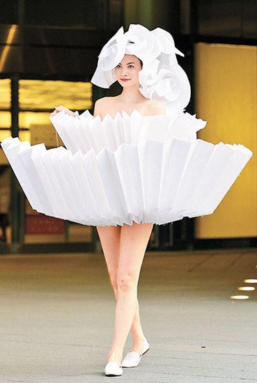 服装设计师巧用折纸工艺 衣服如纸杯蛋糕(图)