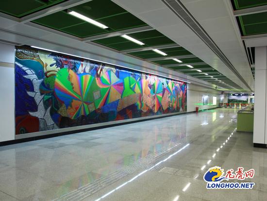 南京地铁10号线过江隧道有逃生通道 出站口设停靠站