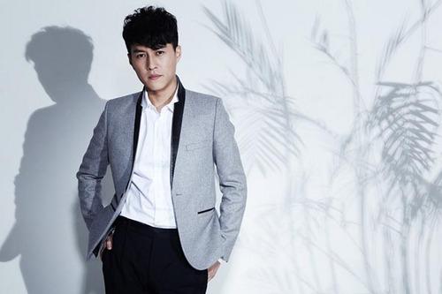 演员靳东走向国际 喜获亚洲彩虹