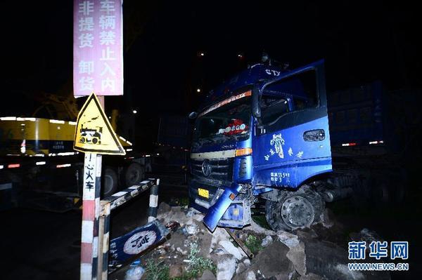大通塔尔桥出车祸