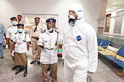尼日利亚拉各斯市确诊第二宗伊波拉个案,卫生部人员在机场如临大敌