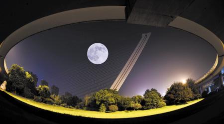 最大最圆超级月亮来星城