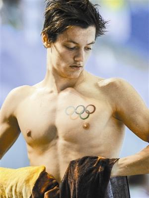 在2014南京青奥会现代五项男子个人赛中,乌克兰选手安东 库高清图片