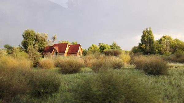 草原中的小木屋