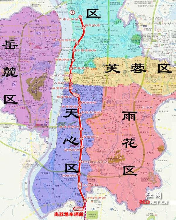 长沙地铁3号线线路图走向示意图。 相关链接:长沙地铁1、3号线站点名称征集公告 红网长沙9月1日讯(记者 刘容 实习生 张丹)长沙地铁1、3号线一期工程正在平稳有序向前推进。今日,长沙轨道交通集团有限公司开始对外征集地铁1、3号线车站站点名称。 地铁1号线一期工程全线共设有车站20座,线路为南北走向,北起于开福区芙蓉北路汽车北站,沿线主要经过芙蓉北路、黄兴路、劳动路、芙蓉中路、芙蓉南路,南端终点站设于尚双塘站,与2号线在五一广场站换乘。3号线一期工程共设车站25座,为长沙市轨道交通线网中西南东北径向骨干