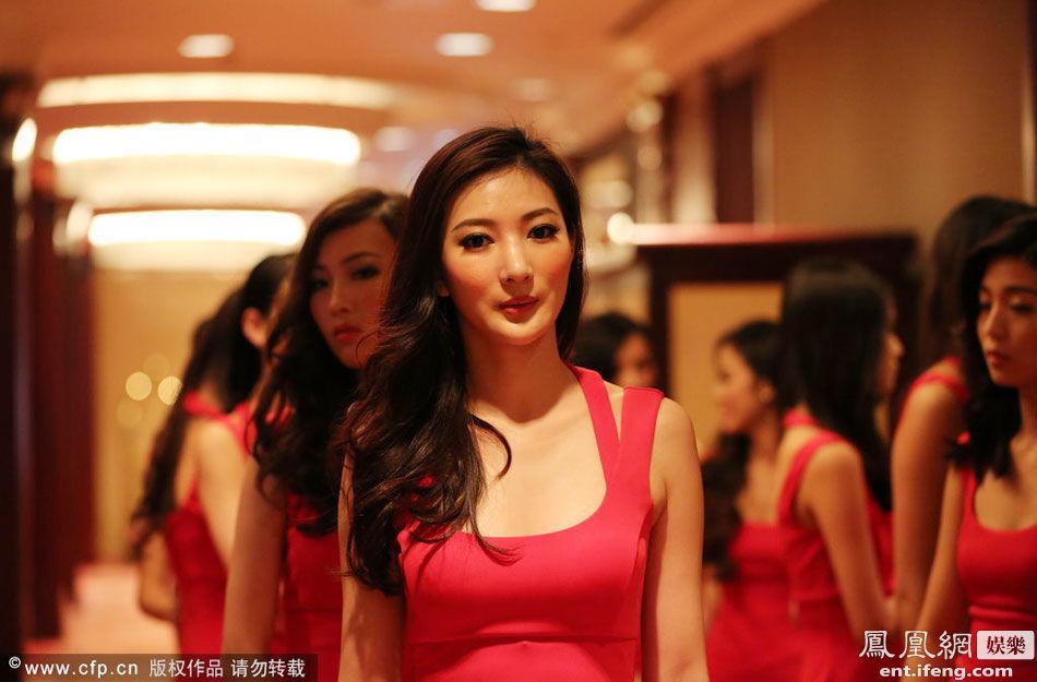 环球小姐美女排练红裙酒店a美女翘腿抢镜[高清美女你非外国莫属图片
