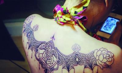 纹身工作对我来说却有着非常大的魔力,只有纹身工作可以让我静下心来