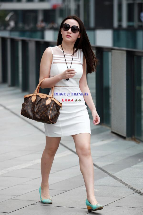 北京三里屯时尚街拍:白色丽人