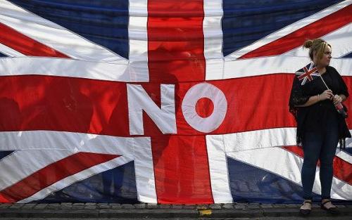 资料图:苏格兰选民投票反对独立。