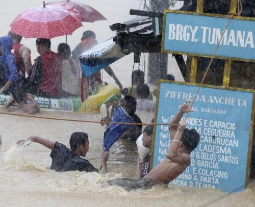 """热带风暴""""马里奥""""袭击菲律宾。"""