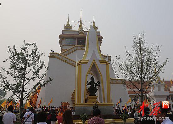泰国风格佛殿舍利塔