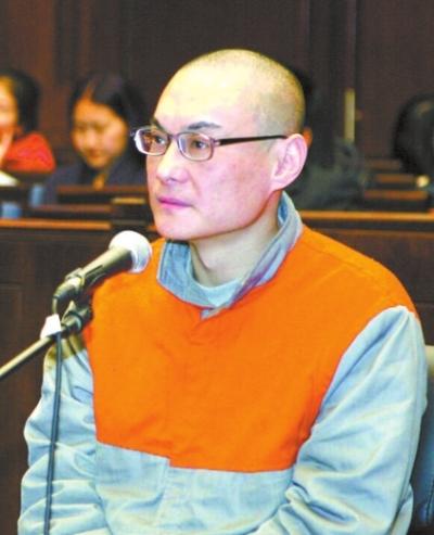 案件开庭时韩磊出庭受审。资料图片