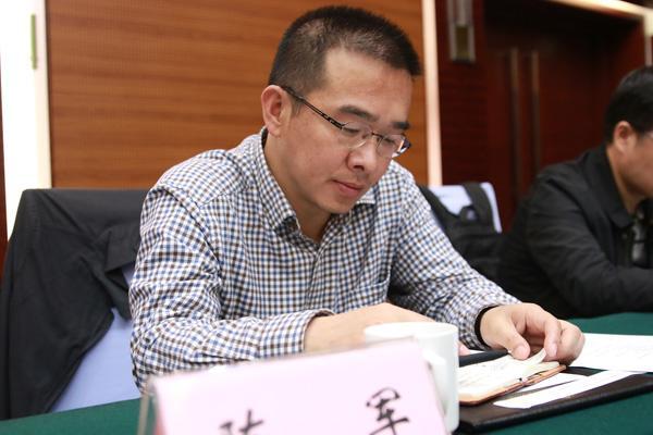 西藏新闻网总编辑陈军.摄影:沈湜