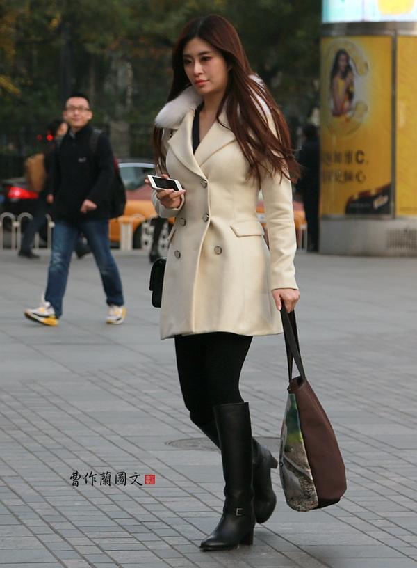 街拍:靓胸长腿的三里屯美女 - 闲云野鹤 - 闲云野鹤的博客