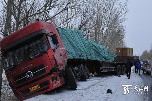 新疆塔城阿勒泰等地今陆续迎降雪 乌鲁木齐今晚有雨夹