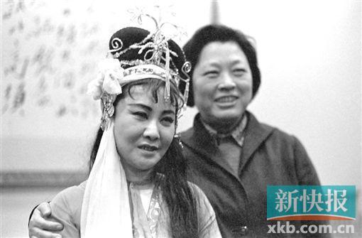■1981年,王昆与郭兰英。
