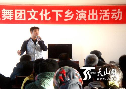 新疆裕民县歌舞团文艺演出进社区