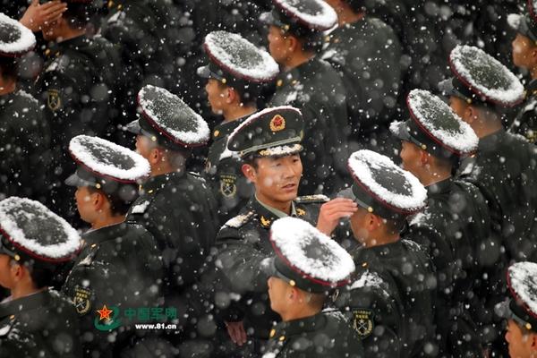 英媒:中国军人严寒训练司空见惯