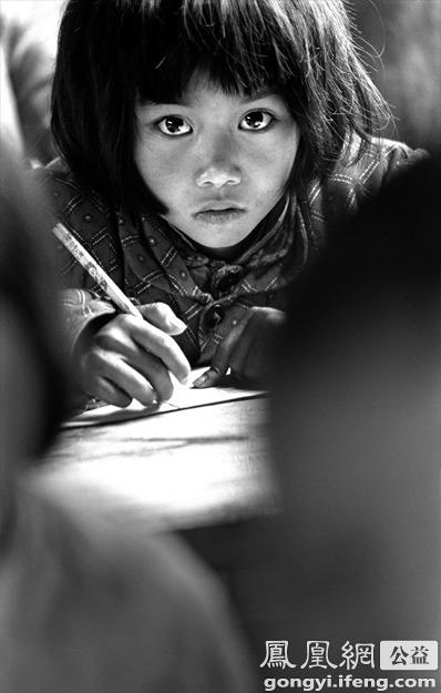 """苏明娟命运因希望工程而改变 """"大眼睛""""小女孩《我要读书》照片红遍全国 - li-han163 - 李 晗"""