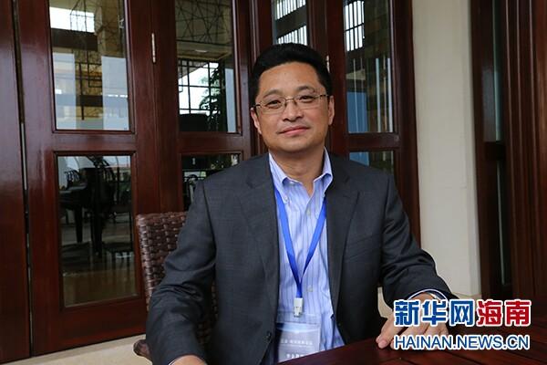 在三亚·财经国际论坛上,佰仟金融副总裁孔令军接受新华网采访。新华网海南频道 喻涛 摄