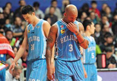 北京男篮首度赛后封闭更衣室 闵鹿蕾:大家轻敌了
